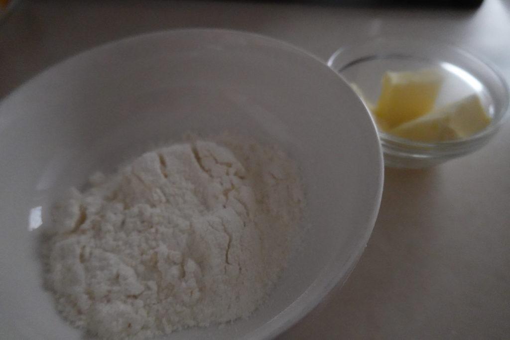 小麦粉とバター